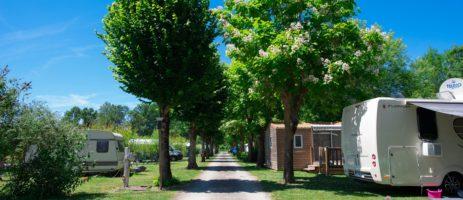 Camping La Venise Verte in Coulon is een ecologische camping in de Deux-Sèvres in de Poitou-Charentes met zwembad toegankelijk voor mindervaliden.