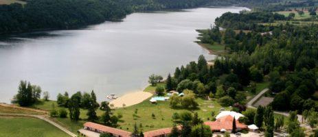 Camping Les Reflets du Lac in Mielan is een gezellige familiecamping met volop vermaak voor kinderen aan een meer met strand in de Gers in de Midi-Pyrénées.