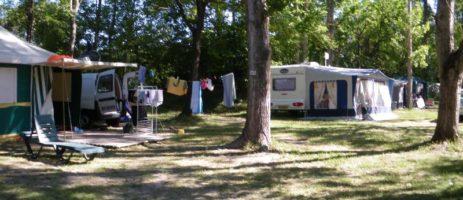 Camping L'or Bleu in Barrême, de oude hoofdstad van de lavendel, is een gezellige familiecamping die ligt in de Haute Provence aan een mooi riviertje.