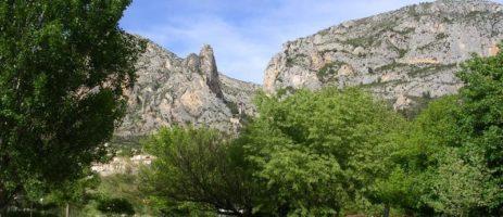 Camping Saint Jean in Moustiers-Sainte-Marie is een natuurcamping in de Alpes-de-Haute-Provence. Ideaal als u op zoek bent naar rust en de natuur.