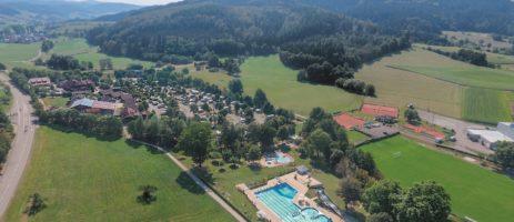 De charme camping Ferienparadies Schwarzwälder Hof in Seelbach bevindt zich in de prachtige natuur van Baden-Württemberg in het zuidwesten van Duitsland.