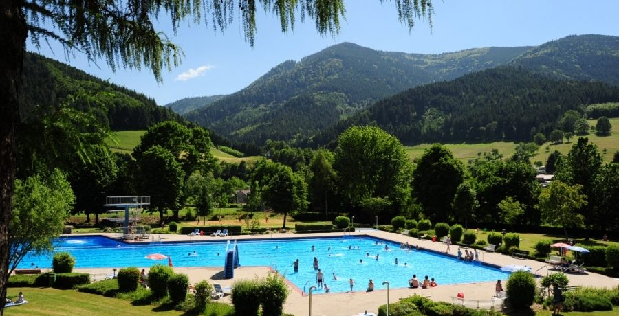 Camping Schwarzwaldhorn in Simonswald ist ein Charme Camping mit Schwimmbad in Baden-Württemberg am Wald.