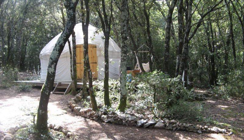 Natuurcamping Mille Etoiles is gevestigd in de Ardèche midden in natuurreservaat Gorges de l'Ardèche. Huur een kano, ga klimmen, of maak een wandeltocht.