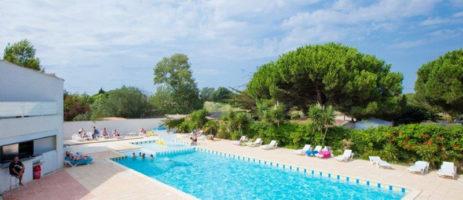 Camping Le Rochelongue in Cap d'Agde is een gezellige familiecamping met zwembad gelegen op 500 meter van het strand in het departement Hérault, Languedoc-Roussillon.