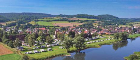 Weserbergland Camping in Heinsen ist ein Charme Camping mit Schwimmbad in Niedersachsen am Wald.