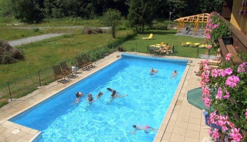De rustig gelegen Kurcamping Erlengrund in Salzburg is een familiecamping met zwembad op 900 meter hoogte met prachtig uitzicht op Bad Gastein en de bergen van het nationaal park