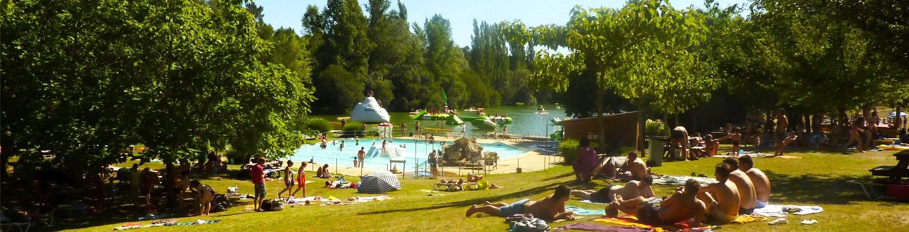 PRL Aux Etangs du Bos in Saint-Chamassy is een groene camping in het hart van de Périgord in de Dordogne naast een vrijetijdspark in de Aquitaine.
