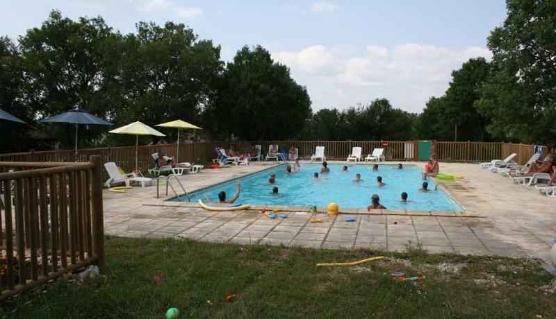Domaine de Lalbrade is een fijne kleine naturistencamping met zwembad in Lugagnac in Occitanië met 45 toerplaatsen en 9 huuraccommodaties.