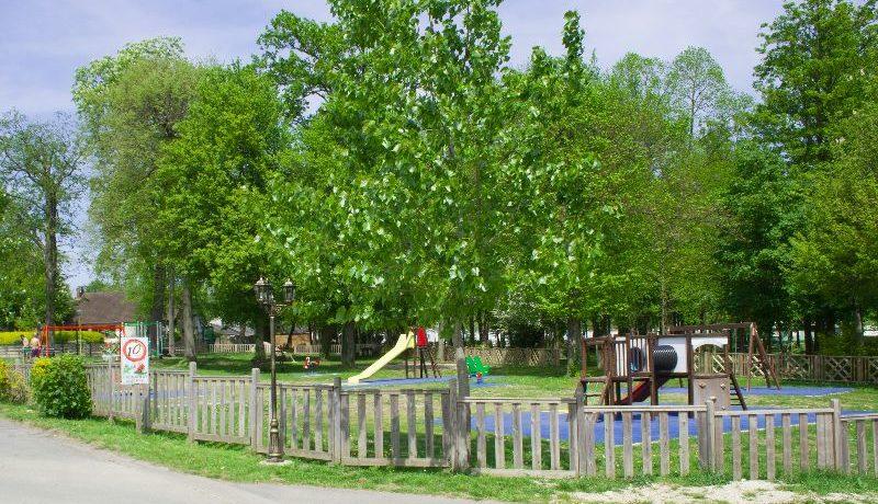 Camping le Parc de Paris in Villevaudé is een gezinscamping in de buurt van Parijs en attractiepark Disneyland in de Seine-et-Marne in Ile-de-France.