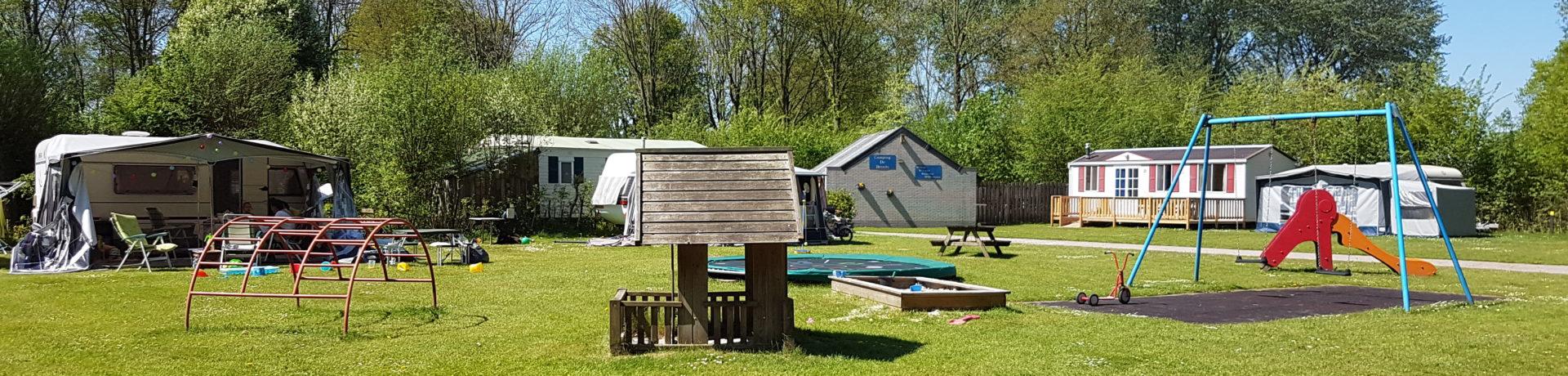 De charme camping De Breede is een gezellige, kleine familiecamping met zwembad in Warffum in de provincie Noord-Groningen.