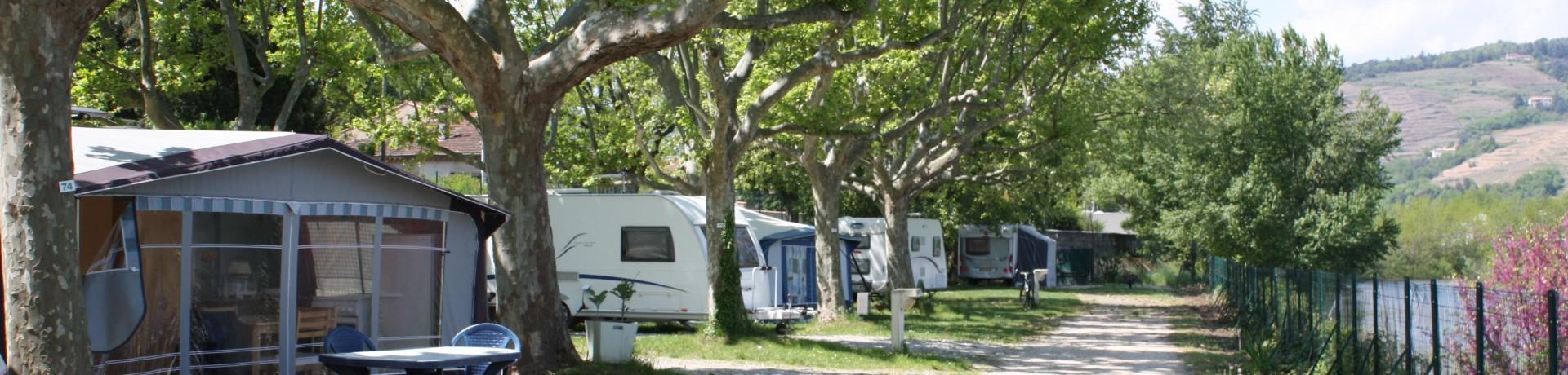 Camping de Tournon HPA in de Ardèche (Rhône-ALpes) is een aangename camping aan de oever van de Rhône in het centrum van het gezellige dorpje Tournon.