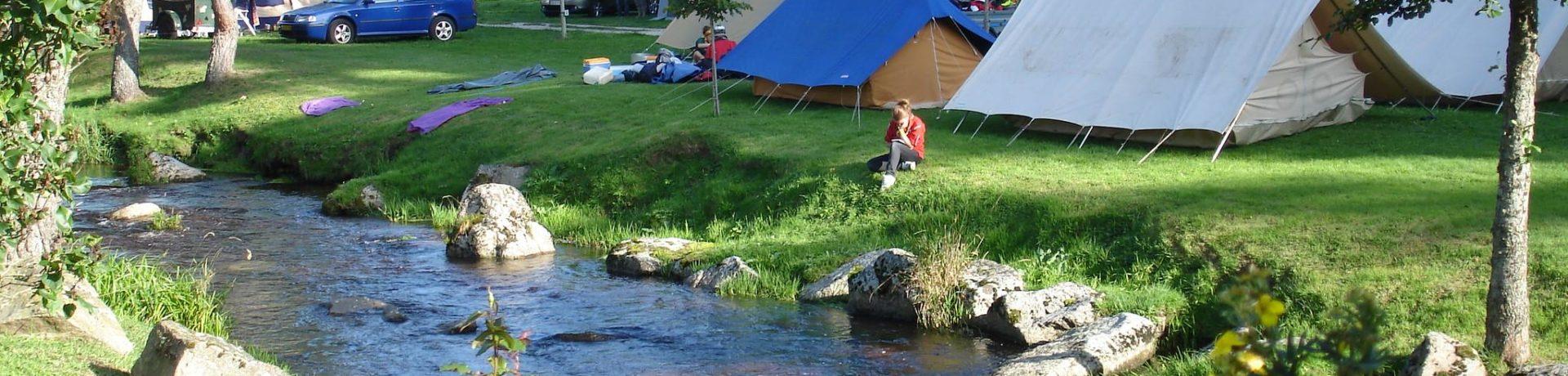 Prachtige natuurcamping met zwembad gelegen aan een kleine rivier in de Lozère.