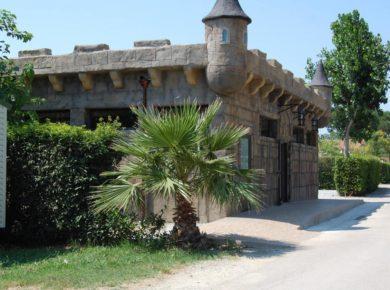 Camping Florida is een prachtige familiecamping gelegen in het dorpje Elne in Pyrénées-Orientales. Deze camping ligt in een prachtige omgeving in de Languedoc-Roussillon. Omgeven door berglandschap, water en de fantastische natuur in deze regio.