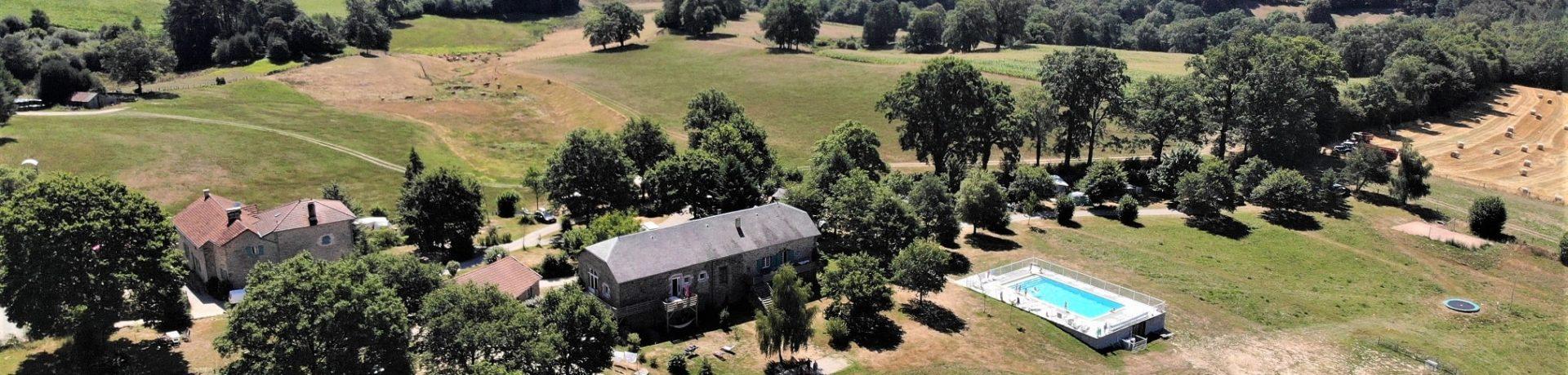 Domaine Les Teuillères in Lacam-d'Ourcet ligt in het hart van de Jardin du Ségala, een deel van de landstreek Quercy in het departement de Lot, vlakbij de Dordogne.