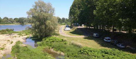 Camping de Nevers in de het departement Nièvre ligt aan de oever van de rivier de Loire in de Bourgogne-Franche-Comté