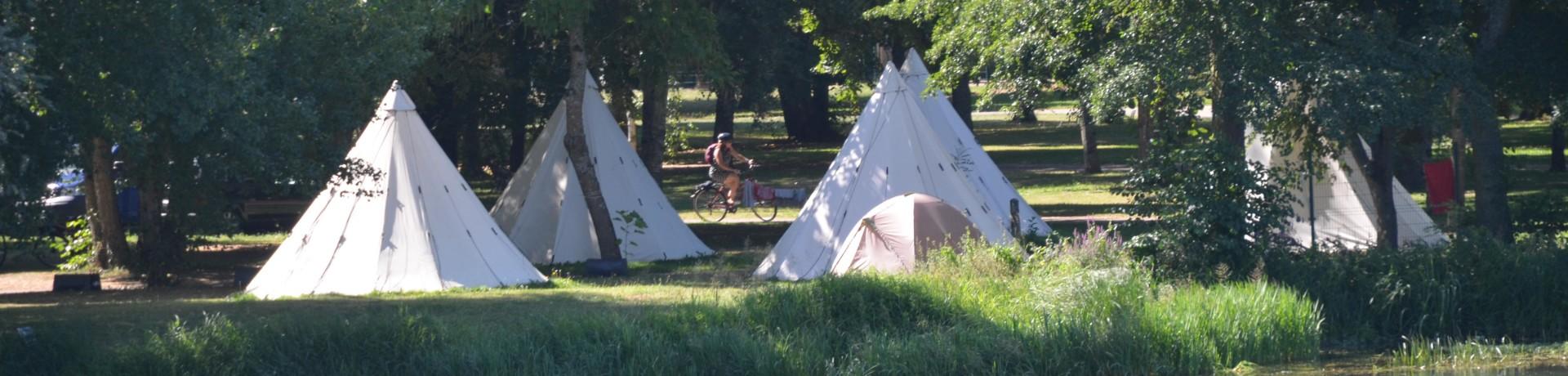 Camping des Halles is een natuurcamping in de omgeving van Décize, Nièvre in Bourgogne gelegen aan een rivier.