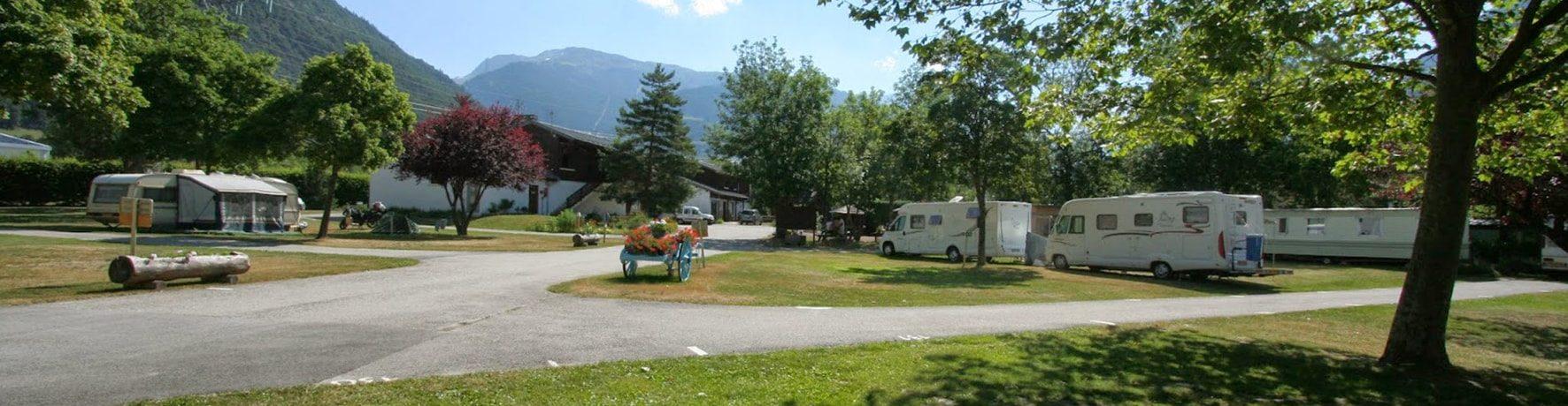 Camping Huttopia Bourg-Saint-Maurice in Bourg-Saint-Maurice is een natuurcamping in Auvergne-Rhône-Alpes gelegen in de bergen midden in de Savoie.