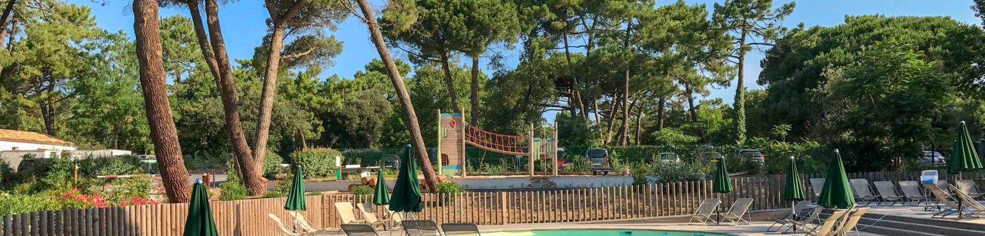 Camping Huttopia Ile de Ré in Sainte-Marie-de-Ré is een natuurcamping in Poitou-Charentes gelegen aan zee in het departement Charente-Maritime.
