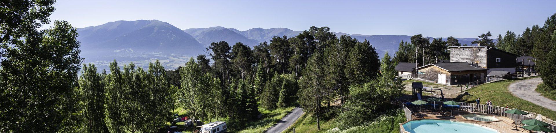 Camping Huttopia Font-Romeu in Font-Romeu is een natuurcamping in Occitanië gelegen in de bergen midden in de Pyrénées-Orientales.