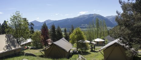 Camping Huttopia Font-Romeu in Font-Romeu is een bergcamping met prachtige uitzichten over het landschap in de Pyrénées-Orientales, Languedoc-Roussillon.