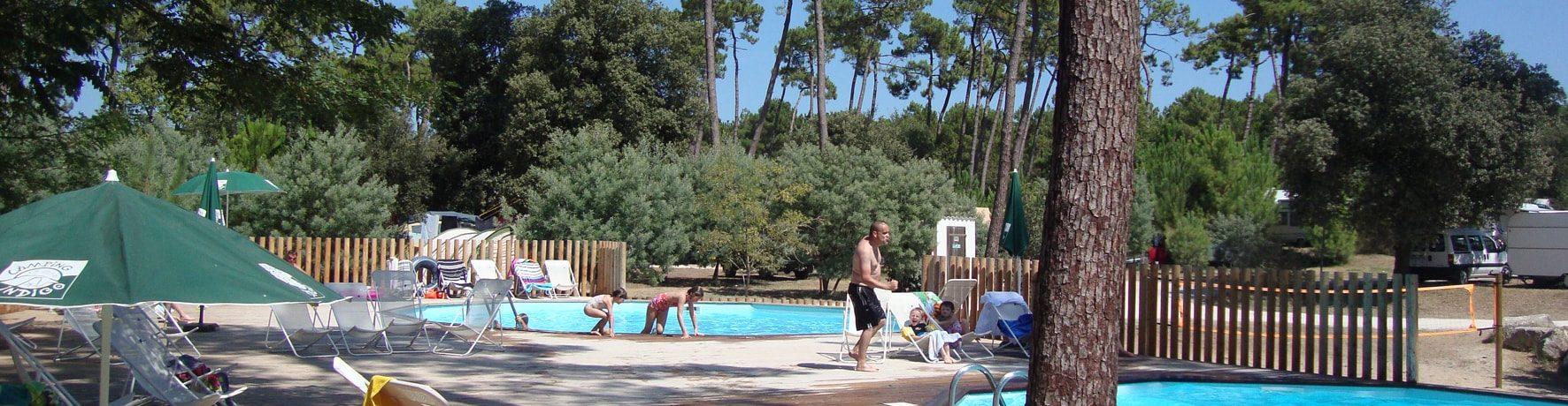 Camping Huttopia Oleron les Pins ligt in het hart van een groot pijnbomenbos in Saint-Trojan-les-Bains op het eiland Île d'Oléron.