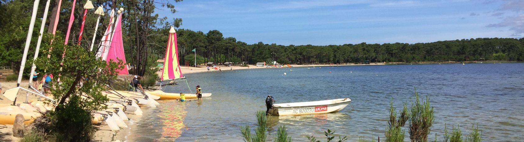 Camping Huttopia Lac de Carcans is een boscamping te midden van een pijnbomenbos aan het meer van Carcans Maubuisson in de Gironde in de Aquitaine.