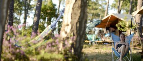 Camping Huttopia Landes Sud in Saint-Michel-Escalus is een natuurcamping in Nouvelle-Aquitaine gelegen aan zee aan de Atlantische kust van Landes.