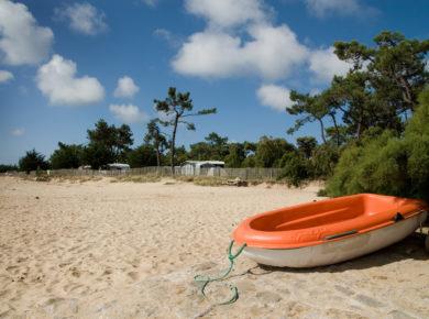 Camping Huttopia Noirmoutier op Noirmoutier-en-l'Ile is een eilandcamping in de Vendée in het bos en aan het water in de Pays-de-la-Loire.