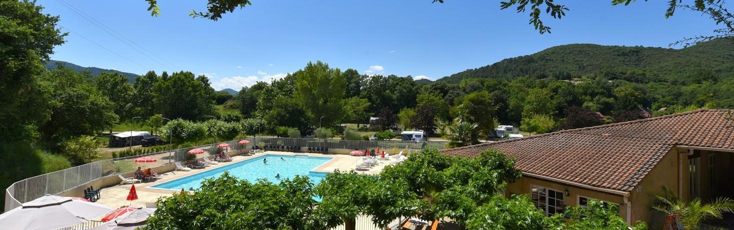 Camping La Garenne is een middelgrote familie camping met 120 kampeerplaatsen. De camping ligt in het mooie dal van de rivier de Eyrieux, halverwege het departement de Ardèche.