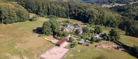 Prachtig kindvriendelijk vakantieplekje met Nederlandse eigenaren in het groene hart van de Bourgogne met een kleine camping, vakantiehuizen en lodgetenten.