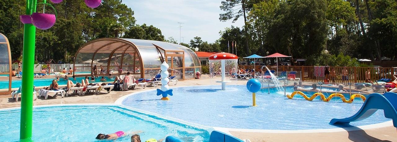 Camping Les Chevreuils in Seignosse is een gezellige familiecamping met zwembad in Landes op 1500 meter van de zee.