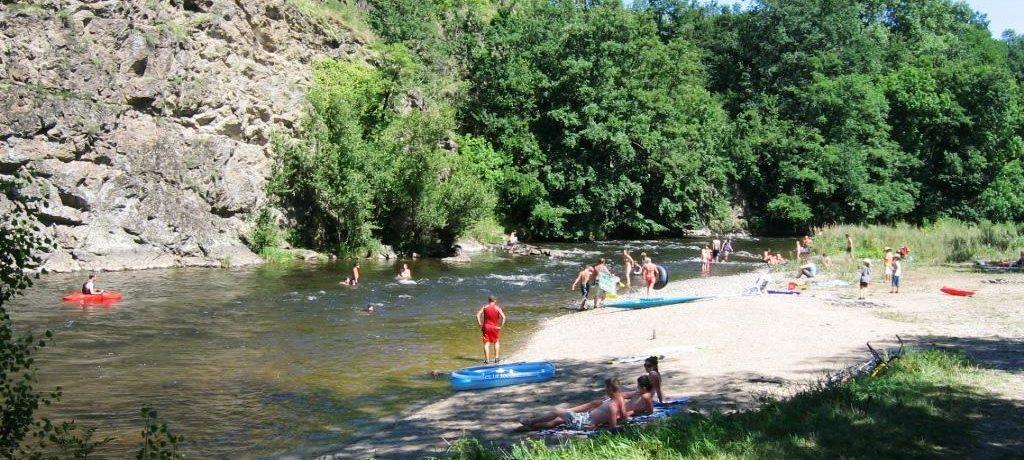 Camping Les Gorges de l'Allier in Langeac is een familiecamping gelegen in de Auvergne. De camping ligt aan een rivier en op vijf minuten van het centrum van Langeac.