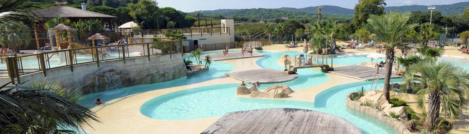 Fantastisch familiecamping met zwemparadijs aan de Côte d'Azur met zicht op zee gelegen in een bos van 20 hectare op de heuvels van Ramatuelle.