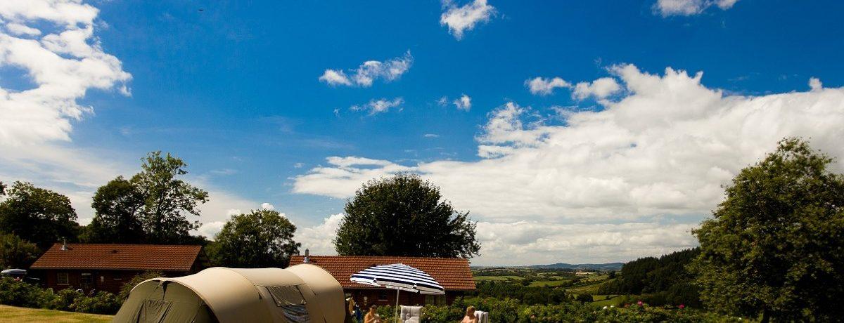 Naturisme beleven op naturistencamping Domaine de la Gagère in Luzy (Nièvre), in het hart van Frankrijk, Bourgondië, in het Nationaal park de Morvan.