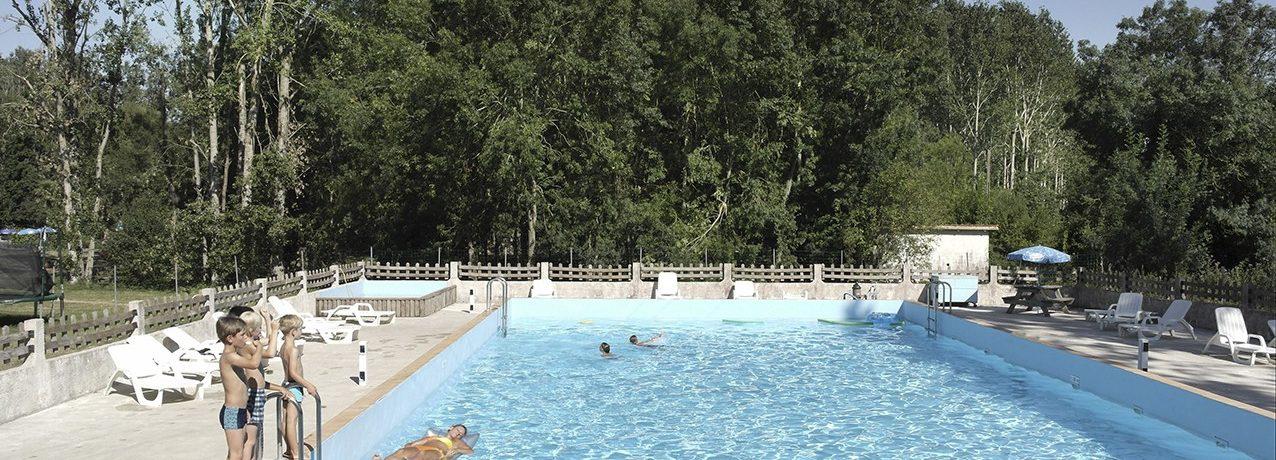 Camping Les Moulins de la Vergne in Pons is een kleine camping met zwembad in de Charente-Maritime in de regio Poitou-Charentes.