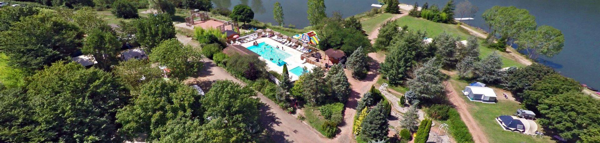 De 3 sterren camping d'Arpheuilles in de Loire-Vallei beschikt over een buitenzwembad en eigen zandstrandje aan de rivier de Loire in de regio Rhône Alpes.