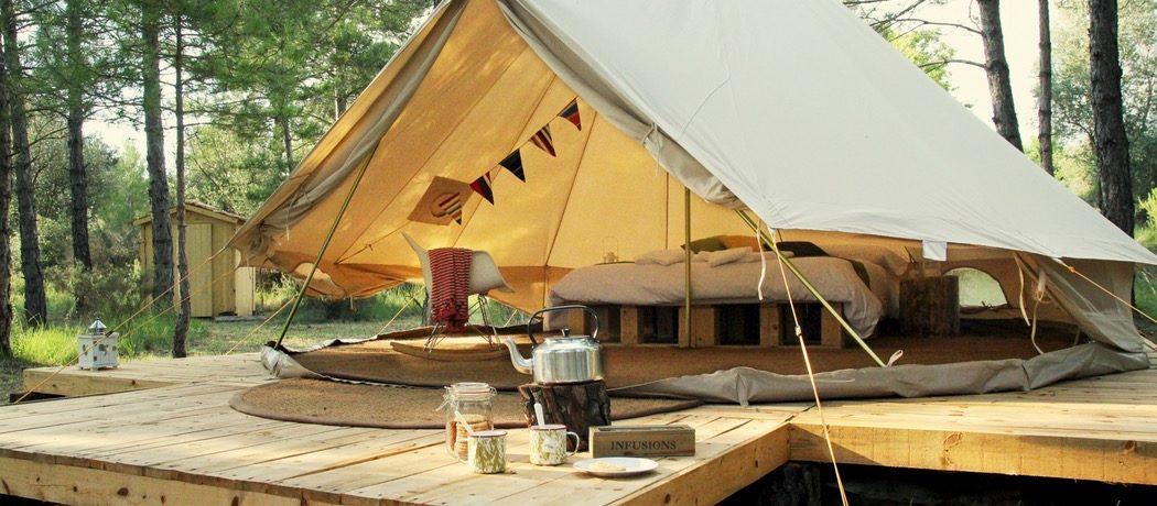 Forest Days Glamping is een heerlijke natuurcamping in Navès op het platteland van Catalonië met 4 kampeerplaatsen en 4 bijzondere Bell tenten.