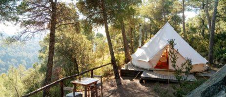 Unieke charme camping in het groen gelegen aan de voet van de Catalaanse Pyreneeën in de provincie Lérida (Lleida) in Catalonië in het noorden van Spanje.