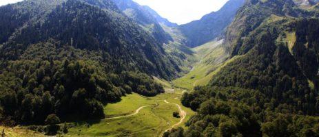 Camping Chantecler in Bagnères-de-Luchonis een groene familiecamping gelegen in Haute-Garonne in Midi-Pyrénées.