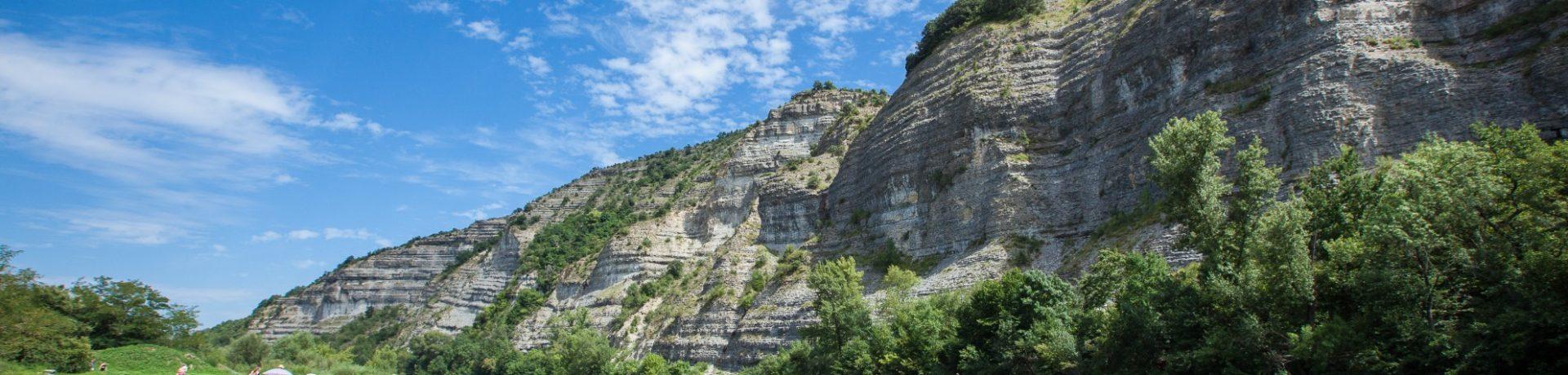 Camping La Grand'Terre in Ruoms is een prachtige familiecamping gelegen in de Ardèche in Rhône-Alpes.