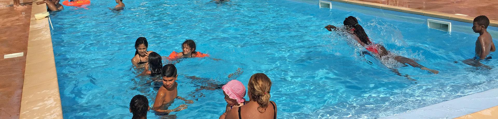 Camping Le Bois de Pins inSalses-Le-Château is een natuurcamping met zwembad in de regio Languedoc-Roussillon.