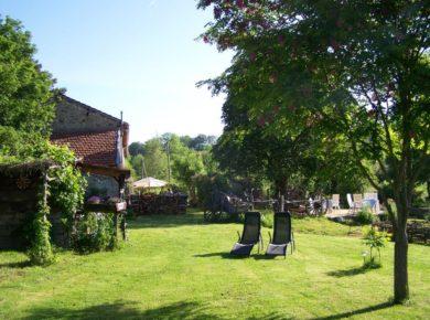 Camping Maison Du Silence in Saint-Maurice-prés-Pionsat is een boerderijcamping in de Puy-de-Dôme omgeven door natuur.