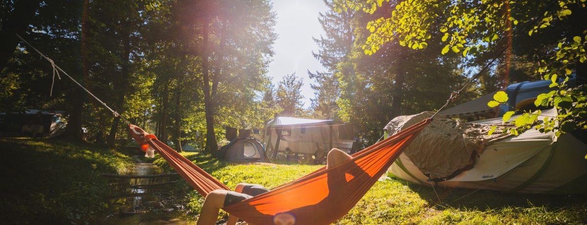 Karaktervolle familiecamping in het noorden van Slovenië gelegen aan een rivier midden in de Savinjske Alpen.