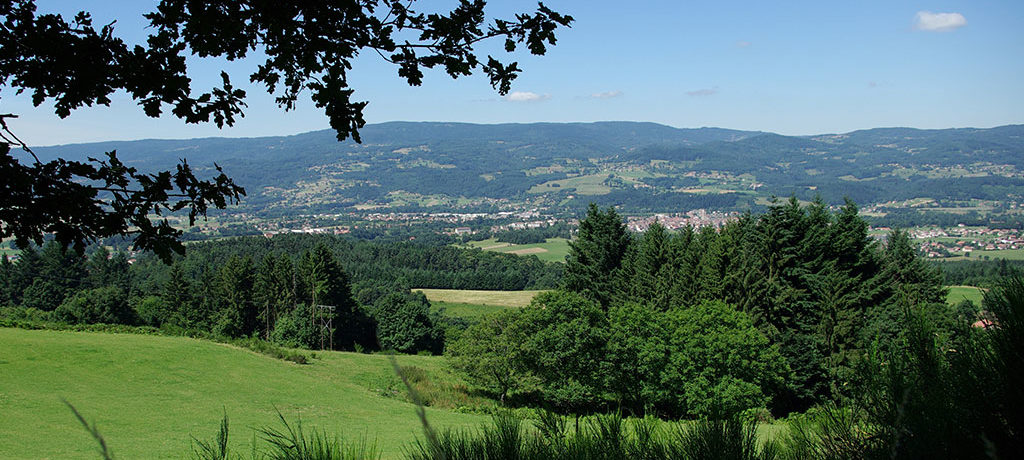 Moulin de Pacros in Marsac en Livradois is een kleine camping met uitzicht op de bergen van de Livradois Forez in de Auvergne.