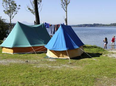 Op onze idyllische camping aan de Simssee beleeft u een topvakantie in Beieren! Camping Stein is een rustige camping in het hart van de regio Chiemgau.
