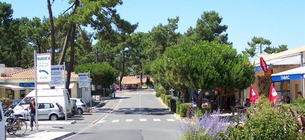 Camping-Club Les Pins in de Charente-Maritime is een gezellige familiecamping met unieke lagune, gelegen op Île d'Oléron aan de Atlantische kust.
