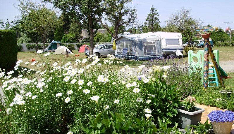 Camping des Pommiers in La Cambe is een kleinecamping in Calvados vlak bij de kust Normandische kust. Geniet van natuur en cultuur in de omgeving.