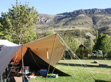 De charme camping La Cascade in Meyrueis is een eco-camping in het departement Lozère die wordt omgeven door de schitterende Franse natuur.