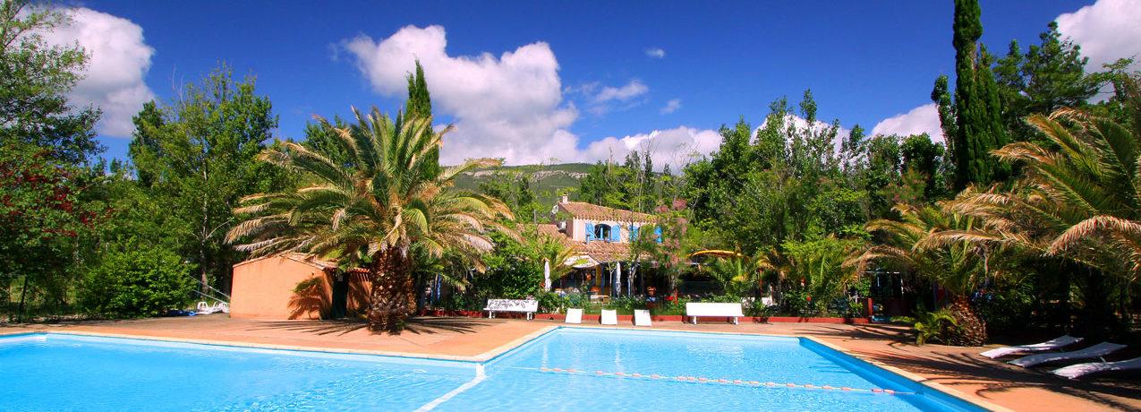 Camping la Peiriere is een gezellige familiecamping met zwembad gelegen in Aude in Languedoc-Roussillon. Deze camping is gelegen midden in de natuur en is omgeven door kastelen.