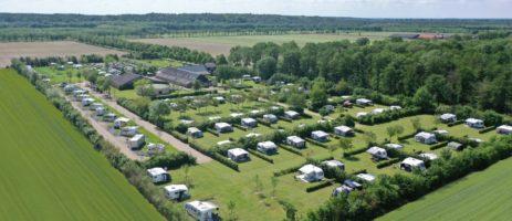 Camping Petrushoeve in Beesel is een rustige kleine camping in een bosrijke omgeving op de grens van Noord- en Midden Limburg.